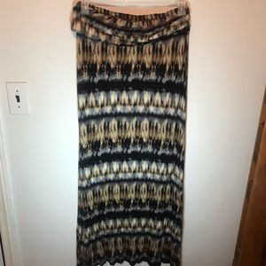 B Jewel Skirts - B jewel graphic shirt